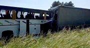 Srážka autobusu s kamionem na D35 u Litovle