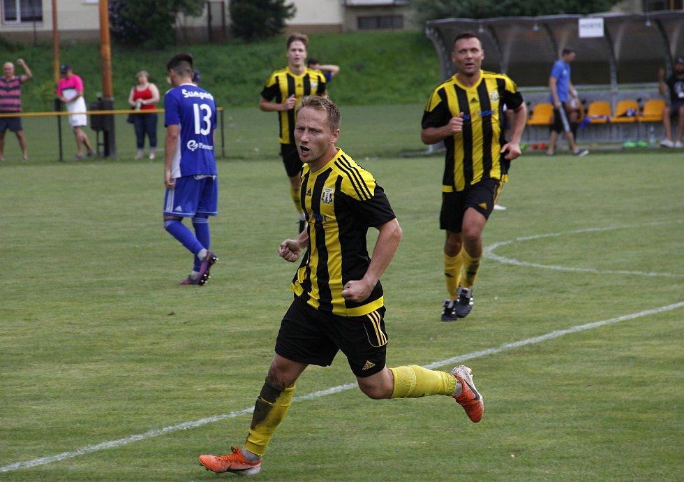 Martin Hirsch slaví první gól.