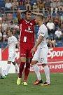 Olomoučtí fotbalisté (v červeném) remizovali se Slováckem 0:0Tomáš Chorý (vlevo) a Petr Reinberk