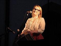 Na koncertě v Olomouci zazněly hity Kelly Family, starší písně, ale i zpěvaččiny vlastních písně a několik coverů.