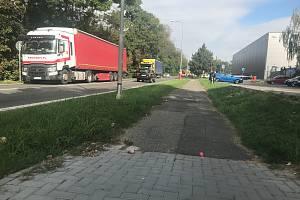 """Ve Šternberku v těchto dnech startuje I. etapa výstavby páteřní """"cyklostezky"""" -  smíšené stezky pro chodce a cyklisty - v Olomoucké ulici."""