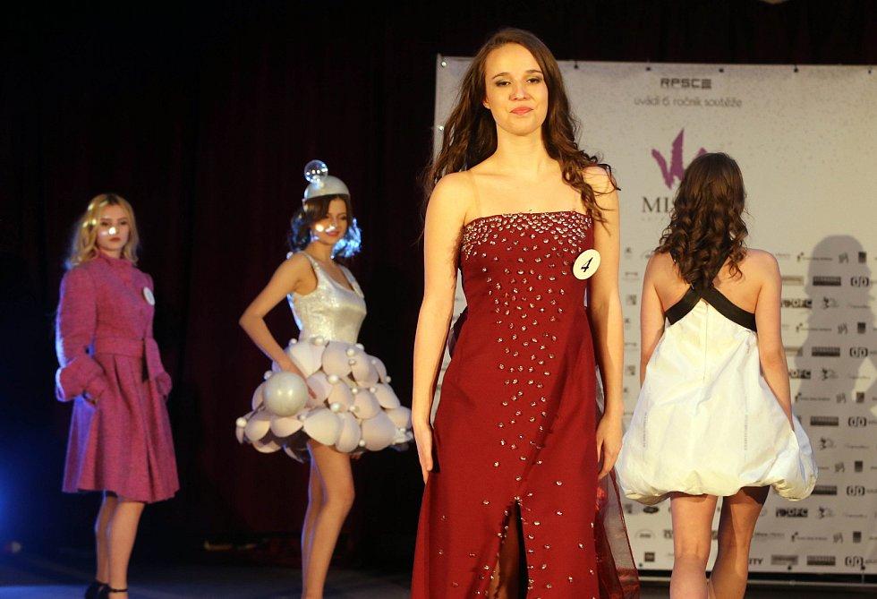 Aneta Klára Gronychová. Semifinále 6.ročníku soutěže Miss OK ve Velké Bystřici.