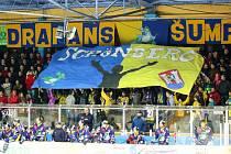 Fanoušci hokejových Draků na zimním stadionu v Šumperku