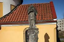 Na opravu soch na sídlišti Povel v Olomouci nemá církev peníze.