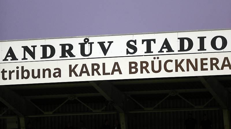 Tribuna Karla Brücknera na Andrově stadionu v Olomouci
