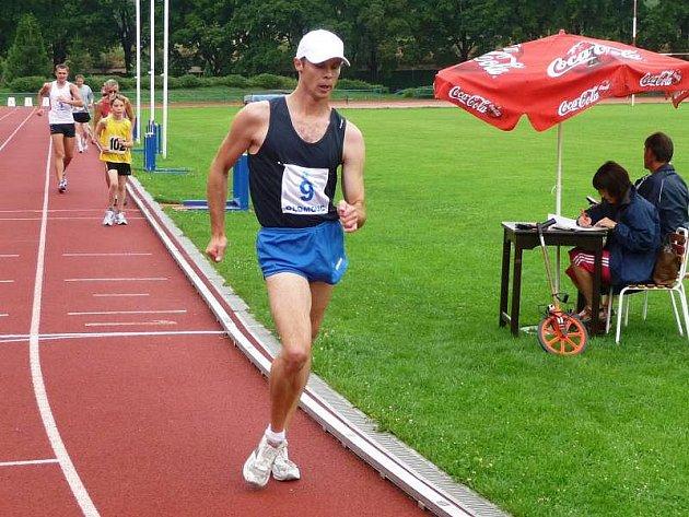 V hodinovce chůze zvítězil Slovák Milan Rízek (č. 9)
