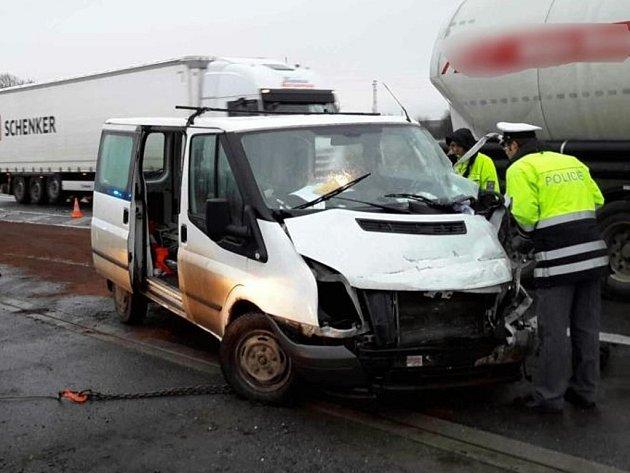 Nehoda dodávky a kamionu mezi Olomoucí a Přerovem