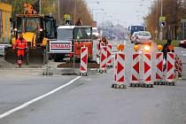 Budování přechodů na Střední novosadské v Olomouci.