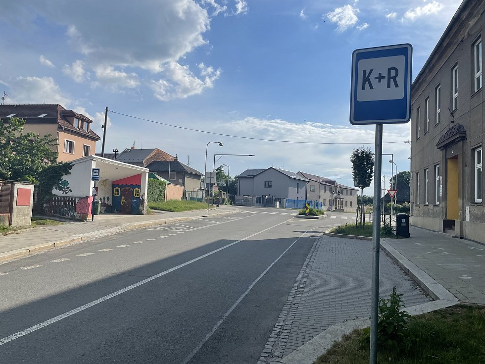Parkovací místa Kiss and Ride u školy v Olomouci-Řepčíně, 10. června 2021