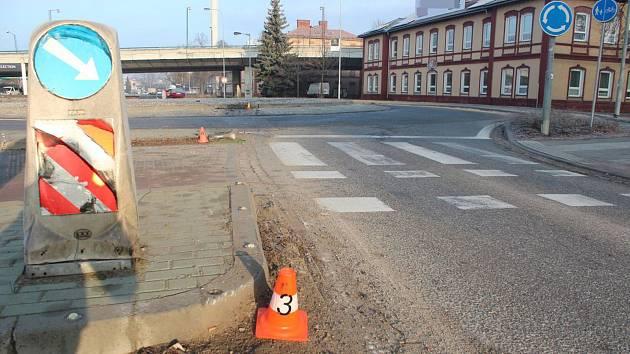 Nehoda na kruhovém objezdu v Holické ulici v Olomouci, 8. 2. 2020