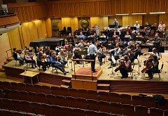 Už posedmé se vMoravské filharmonii Olomouc konají Mezinárodní dirigentské kurzy pod vedením prof. Alim Shakha. Na závěr zahrají veřejnosti. Koncert je zdarma.