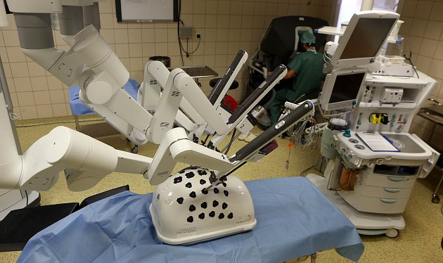 Nejnovější generace robota Da Vinci Xi ve Fakultní nemocnici Olomouc.
