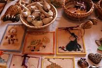 Drobná ručně vyráběná zvířátka, pletené šály a čepice, ale i keramická zručnost byla v sobotu k vidění v Samotiškách u Olomouce.