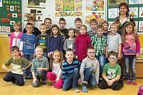 Žáci první třídy ZŠ Dlouhá Loučka s paní učitelkou Monikou Horenskou