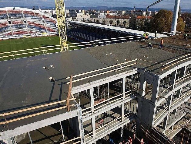 Stavba jižní tribuny Androva stadionu