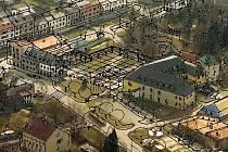 Zámecké náměstí ve Velké Bystřici. Současný stav se zakreslenými úpravami