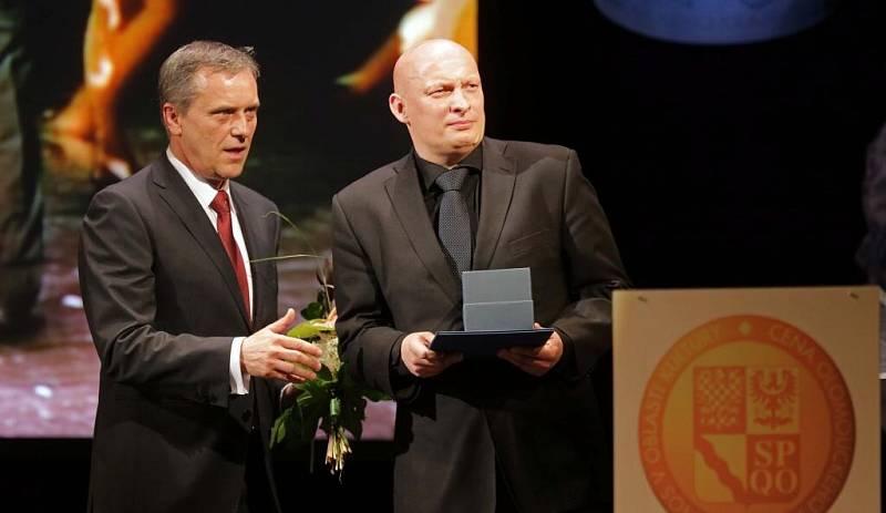 Hejtman Jiří Rozbořil  a starosta Velké Bystřice Marek Pazdera (vpravo)- Cena za výjimečný počin v oblasti tradiční lidové kultury za cyklus akcí Hanácký rok