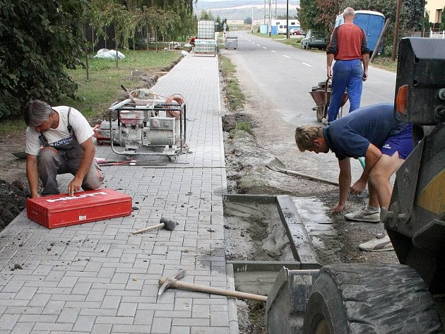 Opravené chodníky v Lutíně