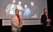Předpremiéra detektivní série Modré stíny v olomouckém Konviktu. Režisér Viktor Tauš (vpravo) a autor předlohy a pedagog Michal Sýkora.