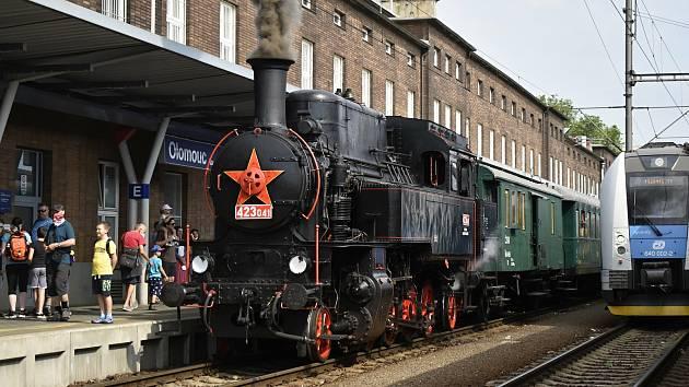 Jízdy parních vlaků v rámci Odemykání točny na olomouckém hlavním nádraží, 12. června 2021
