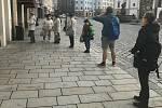 Centrum Olomouce, 18. listopadu 2020. V obchodech první den platí požadavek minimálně 15 metrů čtverečních na jednoho zákazníka