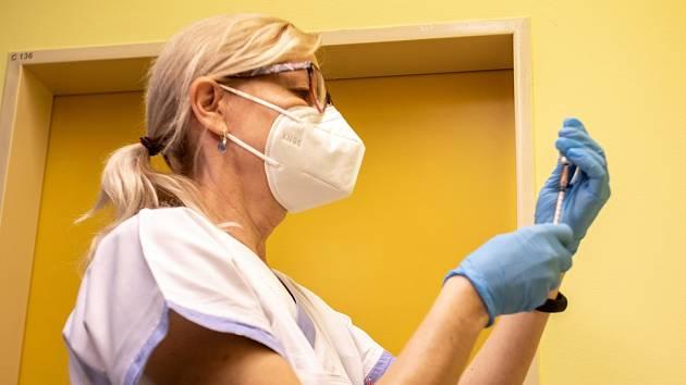 Ve Fakultní nemocnici Ostrava začalo 29. prosince 2020 očkování proti nemoci  Covid-19