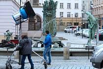 Příprava na natáčení detektivky Pět mrtvých psů na Horním náměstí v Olomouci