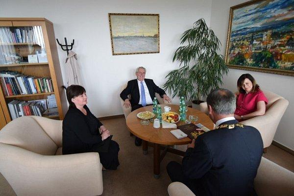 Prezidentský pár solomouckým hejtmanem Jiřím Rozbořilem schotí