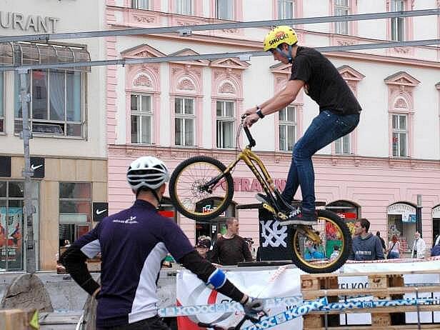 Biketrial na Horním náměstí v Olomouci