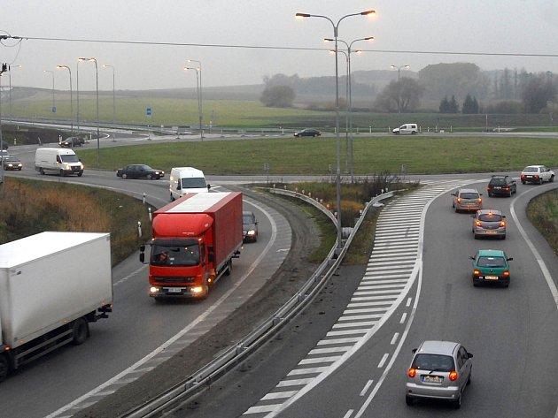 Řidiči doposud jen málokdy využívají všechny pruhy na rondelu.