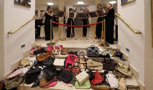 Kupujícím na Kabelkovém veletrhu zahráli iflétnistky Black Ladies