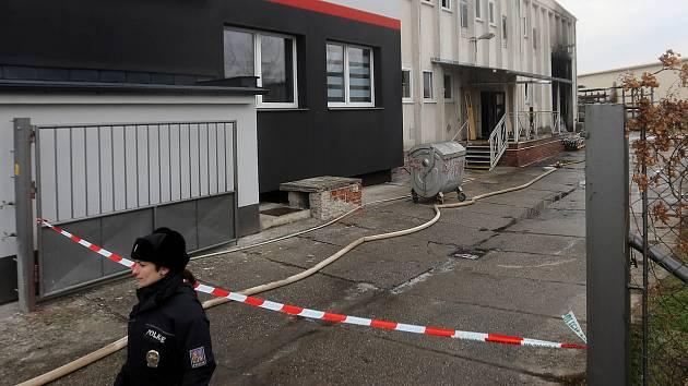Následky nočního požáru v Babičkově ulici v Olomouci.
