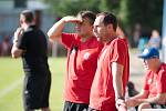 Fotbalisté Sigmy Olomouc (v červeném) v premiérovém utkání přípravy na hřišti Otrokovic
