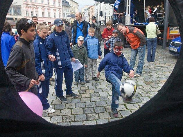 Den dětí na Horním náměstí v Olomouci s fotbalovým klubem Sigma.