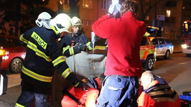 Tramvaj srazila chlapce. Záchranáři a hasiči zasahují u vážné nehody, která se stala 23. prosince vpodvečer na třídě Kosmonautů v Olomouci.