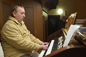 Světlo ve tmě nabídlo koncerty nevidomého varhaníka Pavola Pekného a olomouckých flétnistek Black Ladies.