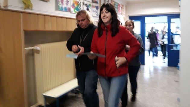 Na ZŠ na Tererově náměstí v Olomouci se už před 14. hodinou scházeli první voliči