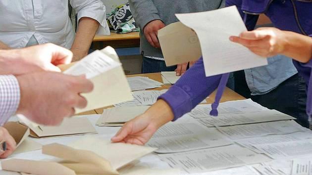 Sčítání volebních hlasů. Ilustrační foto