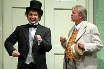 Scénky, v nichž hlavní roli hraje alkohol a pijáctví, budou dnes v Divadle Tramtarie předčítat mimo jiné i herci Moravského divadla Dušan Urban (na snímku vlevo) a Jaroslav Krejčí.