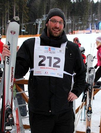 Ve Ski areálu Dolní Morava se vsobotu konal poslední podnik ze čtyřdílného seriálu rodinných závodů ve slalomu Ski4fun Cup 2013.Na vlastní kůži jej zakusil ieditor Olomouckého deníku Martin Dostál.