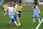 Fotbalisté Šumperku v přípravě proti Olešnici (v bílo-modrém)