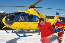 Letecká záchranka zasahuje u pádu šestnáctiletého lyžaře na Ovčárně