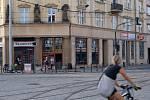Naproti budované provozovny McDonald´s na olomouckém náměstí Hrdinů nedávno otevřela nová kavárna