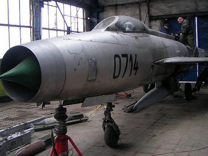 Oprava exponátu MiG-21F