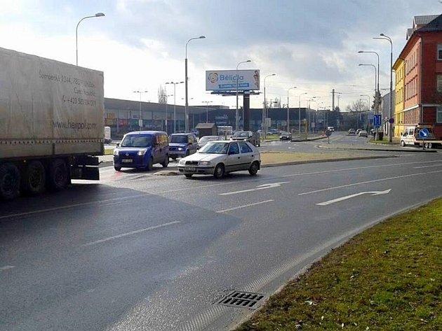 Koncem roku 2015 otevřený Nákupní park Bělidla v olomouckých Pavlovičkách zúžil ulici Pavlovická, podél které dříve mohla parkovat auta.