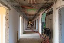 V budově I. chirurgické kliniky Fakultní nemocnice Olomouc rekonstruují dvě podlaží a vzniká zcela nová jednotka intenzivní péče (JIP). Stavební práce by měly definitivně ustat na konci listopadu.