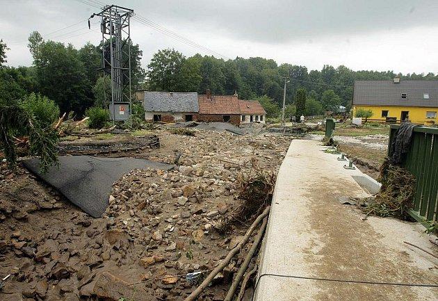 Záplavy v Bernarticích, část Buková, pondělní stav