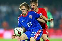 Obránce anglické jedenadvacítky a Manchesteru United Luke Shaw (vpravo). Kvalifikace na české Euro Chorvatsko vs. Anglie