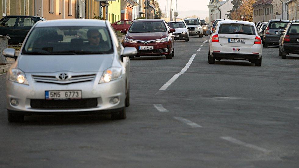 Ranní provoz v Horce nad Moravou po uzavření cesty z Lazců na Chomoutov