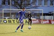Olomoučtí fotbalisté (v modrém) porazili v přípravě Nitru 1:0. Jan Štěrba.